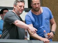 Löwencoach Jacobsen und Oliver Roggisch bei der Beobachtung des Spiels (Foto: cls)
